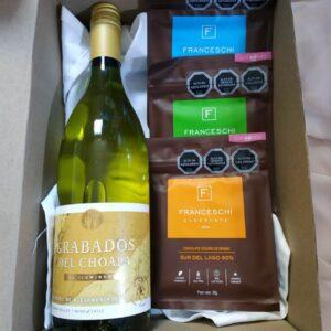 box regalo vino blanco y 3 chocolates franceschi