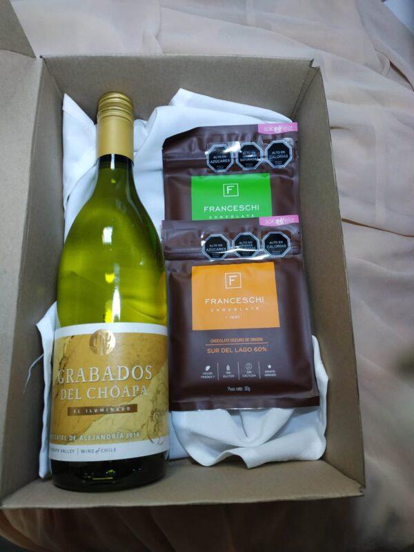 box regalo vino blanco y 2 chocolates franceschi