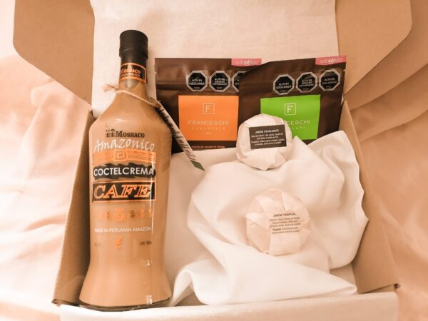 box regalo licor cafe y 2 chocolates franceschi y 2 exfoliantes jabon arunas