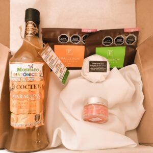 box regalo licor maracuya y 2 chocolates franceschi y 2 exfoliantes arunas